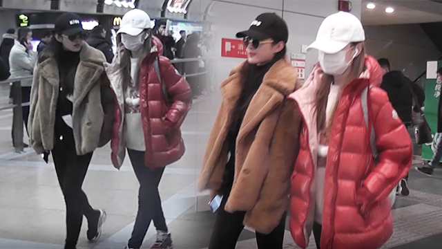 李小璐现身机场穿着低调 身旁闺蜜打扮更像明星