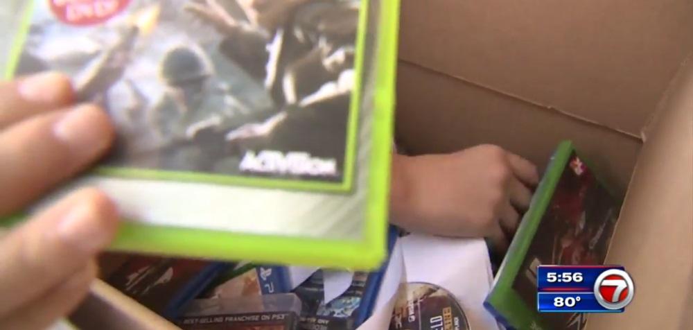 美国一学校在枪击案后组织学生销毁游戏光盘