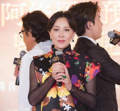 刘嘉玲穿花裙子被嘲土 但她手上的翡翠戒指才是重点