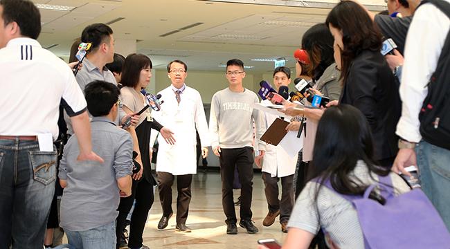 83岁李敖病逝台北 26岁儿子获医生陪同宣布死讯
