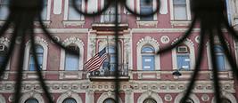 俄罗斯宣布将驱逐60名美国外交官 关闭美驻圣彼得堡总领馆