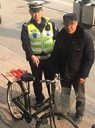 """酒后骑自行车,大爷因""""酒驾""""被罚款"""