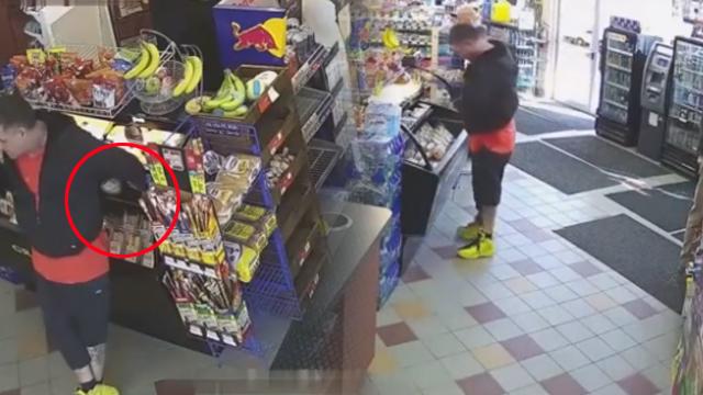 国外男子去超市买东西,监控拍到不耻一幕