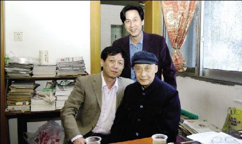 易中天捐出父母在汉房产助学:父亲对学