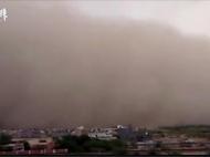 印度北部遭遇超强沙尘暴袭击,至少77人死亡