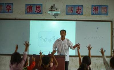 教育部:严格落实津补贴政策 提高乡村教师待遇