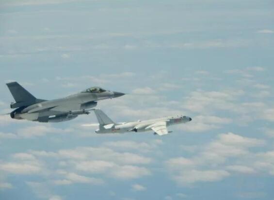"""台军关注解放军点名绕飞 罕见公开F16与轰6K""""合"""