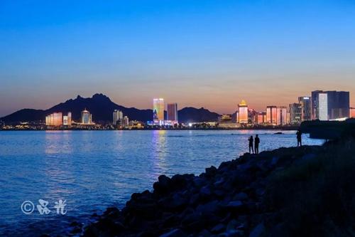 凤观青岛  崂山区有青岛最安静的海岸线,沿着海岸线,走进深圳路,海尔