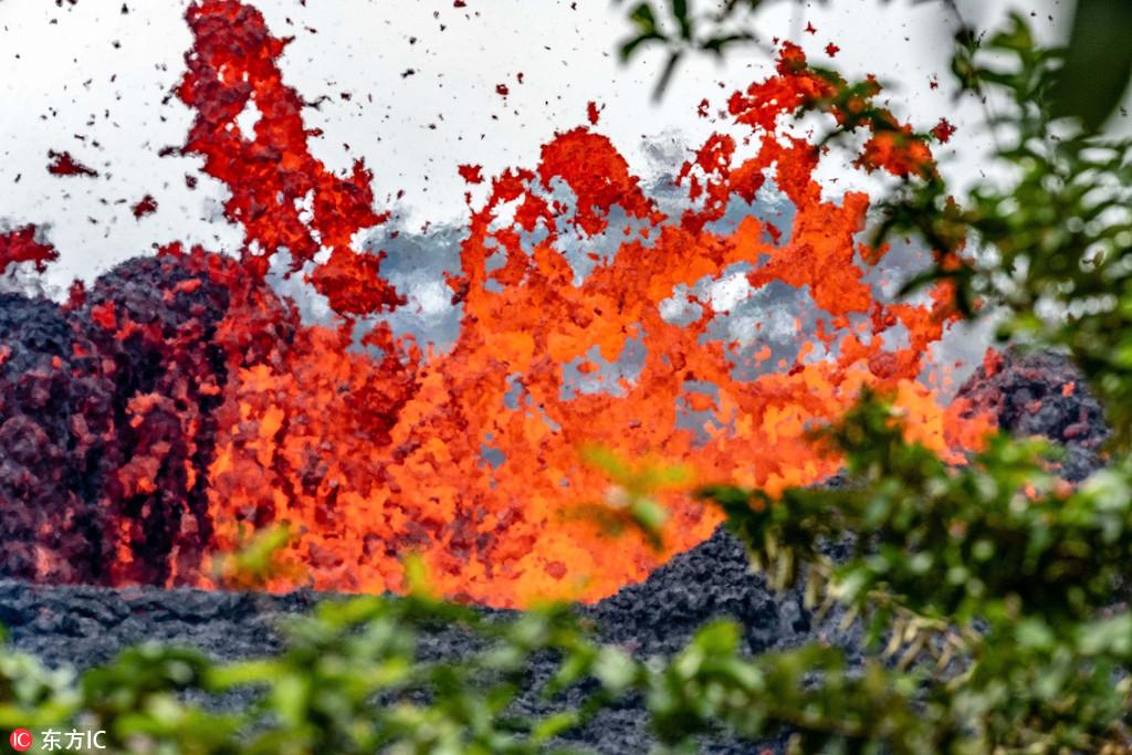 摄影师冒死拍基拉韦厄火山喷发场面