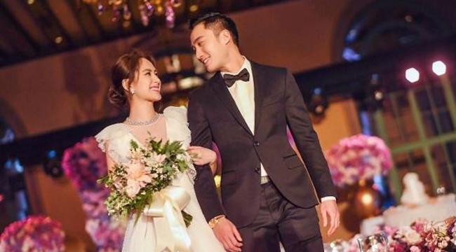 阿娇美国婚礼现场曝光 穿低胸婚纱与赖弘国挽手超甜蜜