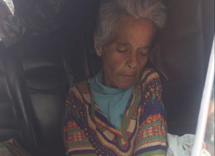 流浪老妇病死街头 人们发现她有17亿存款