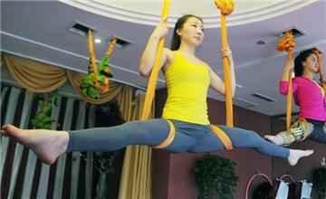 时尚健身方式:空中瑜伽走红