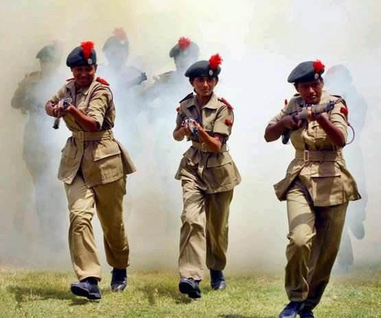 印度女兵入伍体检 最后一项太尴尬