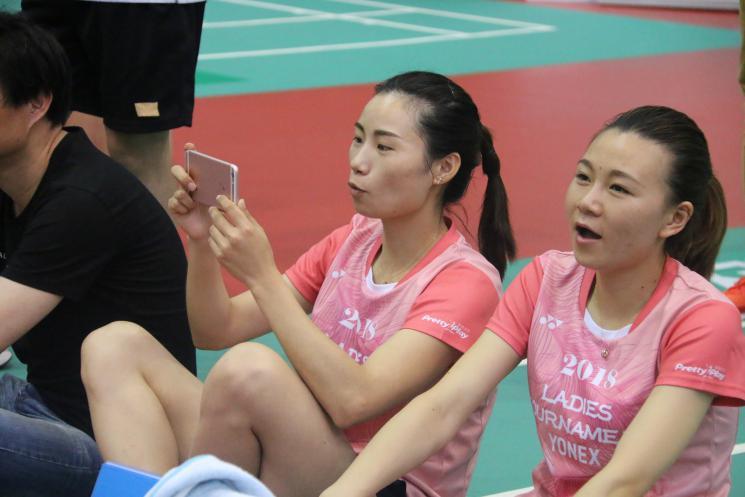 YONEX女子赛南京开拍 300名选手共同以球会友