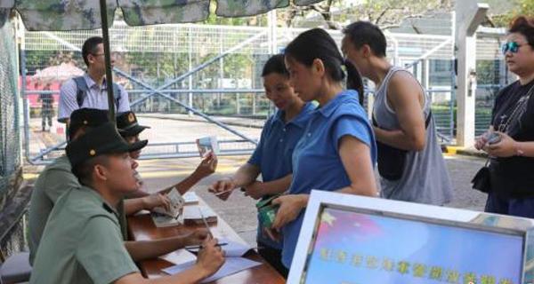 解放军驻港部队开放军营供香港市民及团体参观