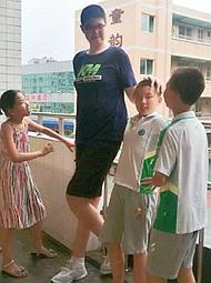 11岁四川男孩身高2米