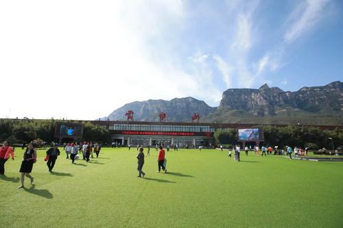 世界杯遇上夏天 云台山9000余平大草坪邀你过把清凉足球瘾