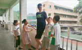 11岁四川男孩身高2.06米 或是全球最高小学生