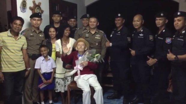 99岁老人忘记了妻子的电话 失联4年后终于团聚