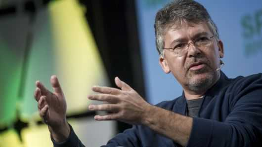 苹果挖来谷歌AI大腕领导Siri团队 直接向库克汇报工作