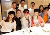 张智霖夫妇与圈中好友聚餐