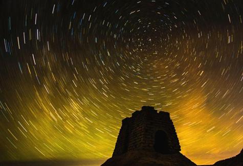 大漠璀璨星空 宛如梦幻仙境
