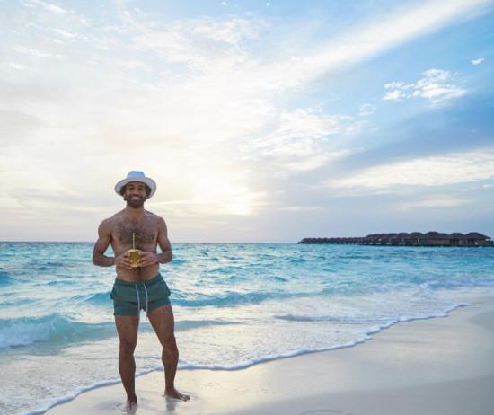 难得的假期!萨拉赫晒出海边度假照