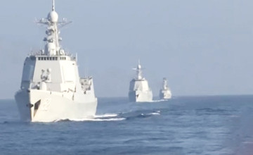 解放军大批战舰过台海