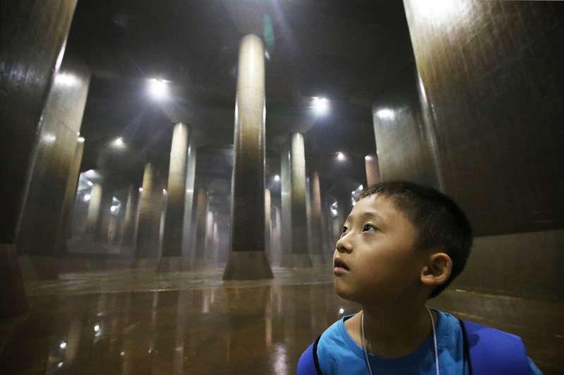 """日本巨型下水道 被赞为""""地下神殿""""(组图)"""