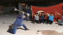 土耳其男子抵制美国货怒砸数台iPhone 结尾却发生这尴尬一幕