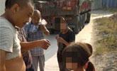贵州三小孩高速路服务区偷爬货车到四川:想找爸爸