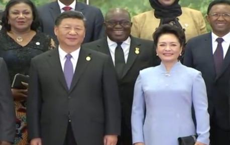 习近平和彭丽媛欢迎出席中非合作论坛的外方领导人夫妇