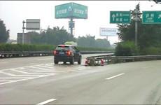 错过高速出口后倒车 驾驶员12分被扣光