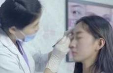 女子做微整 说好的埋线变成了切开双眼皮手术