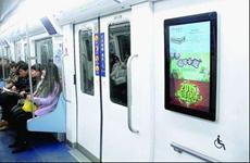 车厢内吃喝跷二郎腿 西安市民吐槽地铁不文明现象