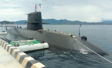 """日本潜艇首访越南 刚与""""准航母""""一起巡航南海"""" width="""