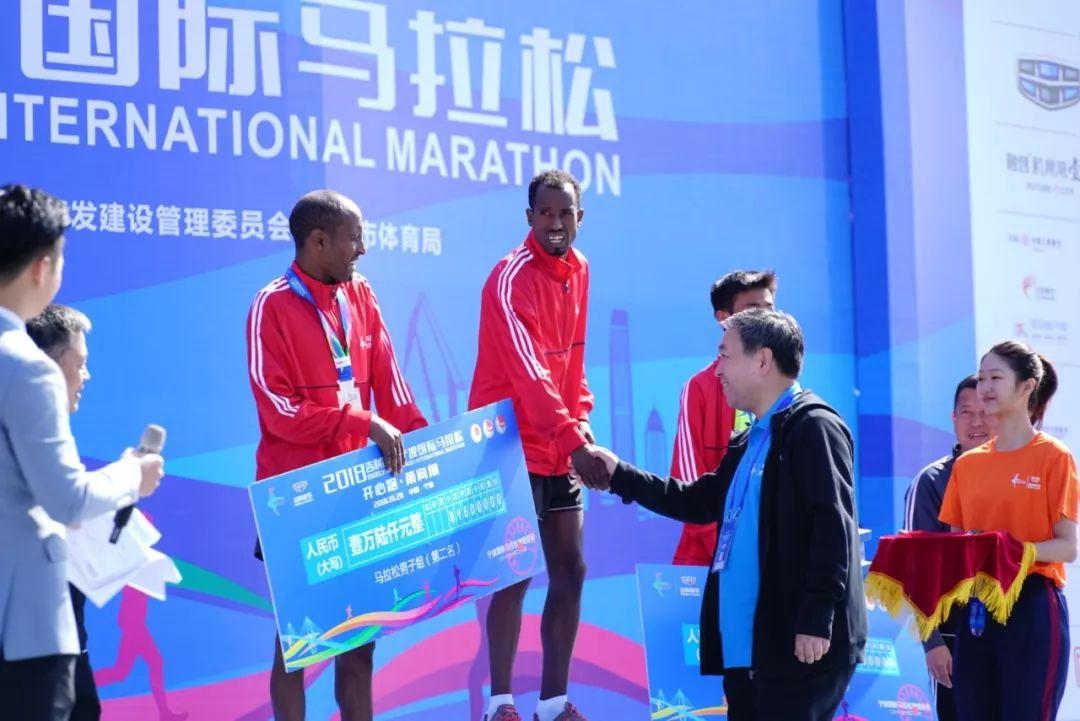 2018宁波国际马拉松在宁波杭州湾新区开跑