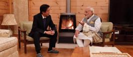 安倍访华刚回国 就邀请印度总理莫迪到自己别墅亲密互动