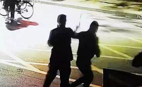 致敬英雄!河北两警察街头浴血