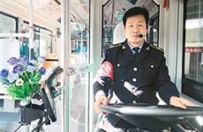 西安46岁公交司机自学英语双语报站获点赞