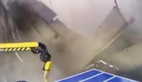 俄罗斯一工厂房顶突然垮塌 3名工人坠落死亡