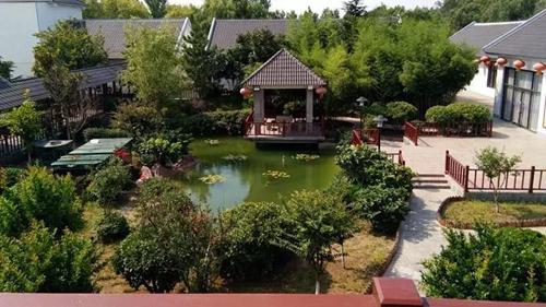 这个假期带孩子到青岛贝林自然博物馆和平度蓝树谷冬令营转转吧.