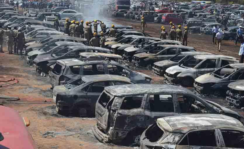 300辆汽车被烧毁现场