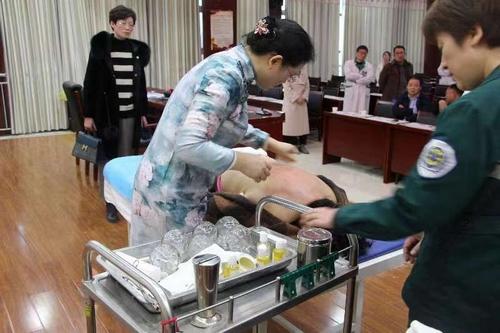 曹县中医院举办2019年中技术适宜医药痧疗罐一下日视频图片