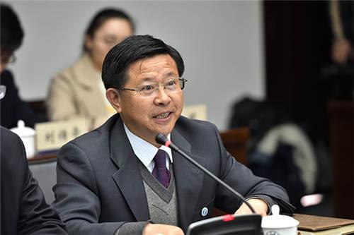 全国教学名师、全国高校黄大年式教师团队负责人、化工学院谢广元教授发言