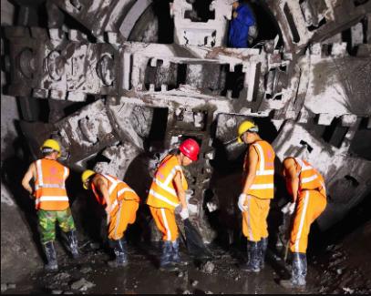 深圳地铁2号线东延线全线贯通 预计明年年底开通