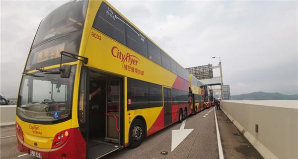 潮香港发生5巴士连撞车祸 至少29人受伤