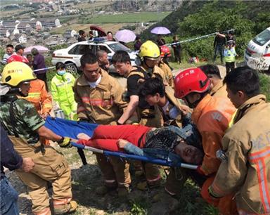 浙江溫嶺農用車側翻已致12死 公安部派工作組趕赴現場