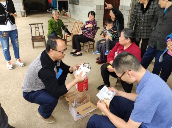 網上32元神奇變色壺農村賣100元 要小心!