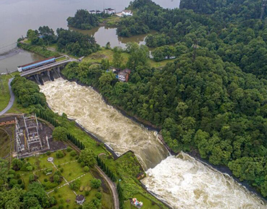 暴雨致水位超汛限 江西江口水库今年首次开闸泄洪